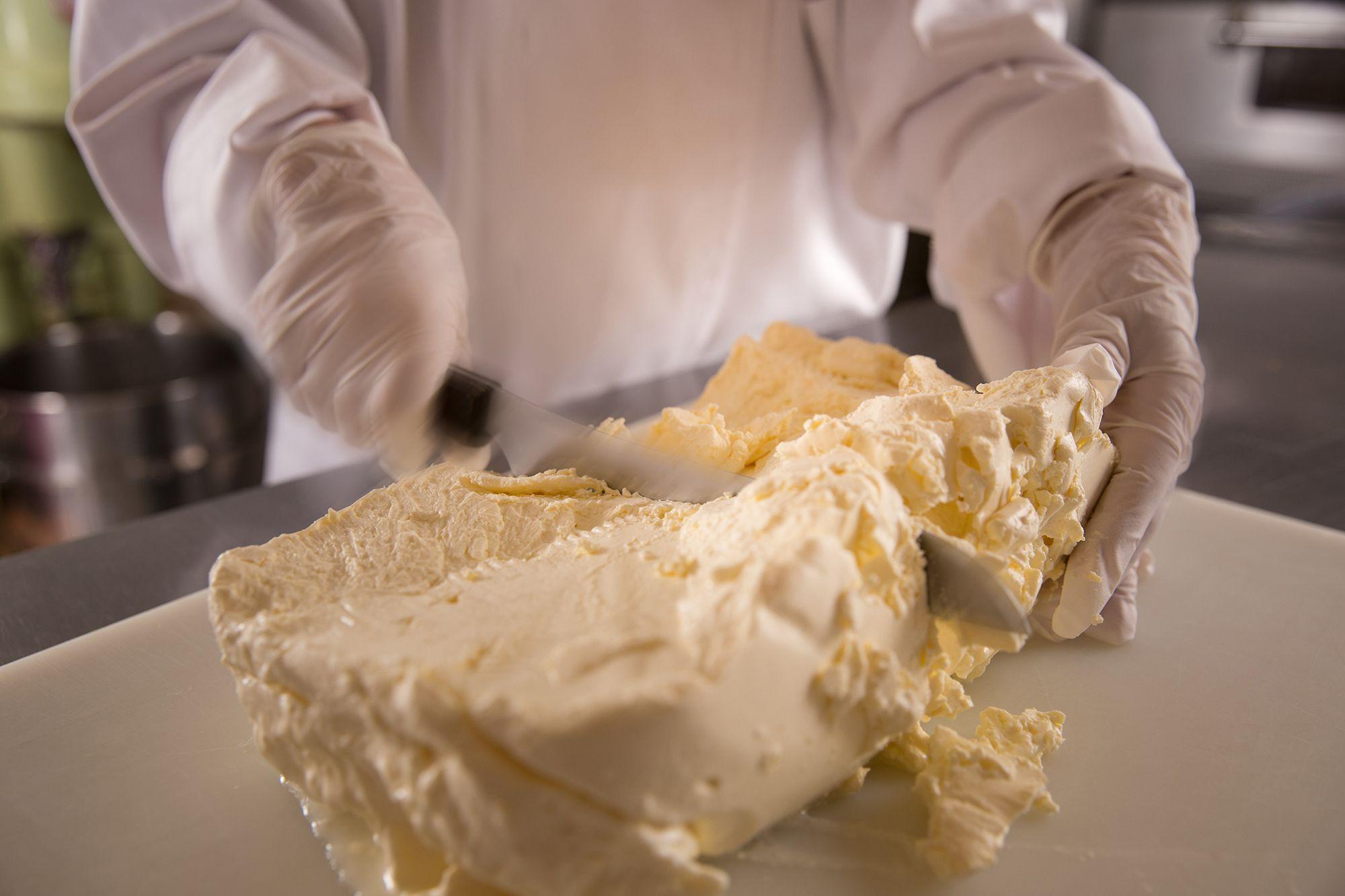 製造_作業チーズ